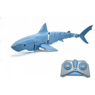 Радиоуправляемый робот Акула плавает в воде - DM-T11-1